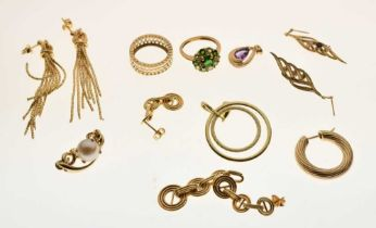Assorted gold rings and other jewellery