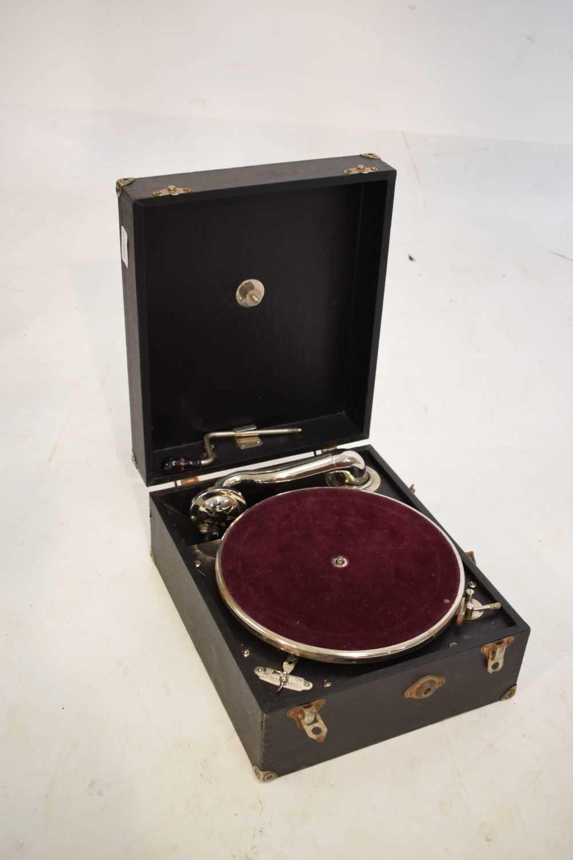 Table-top salon gramophone