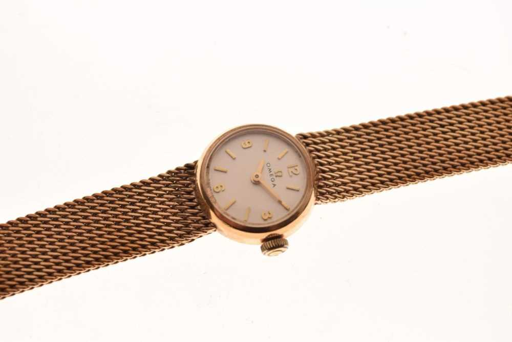 Omega - Lady's 9ct gold wristwatch - Image 3 of 5