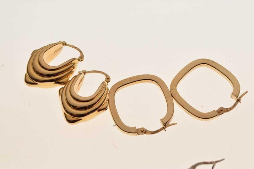 Two pairs of 9ct gold hoop earrings - Image 2 of 3