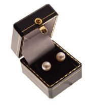 Pair of cultured pearl ear studs