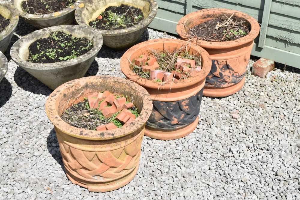 Set of three terracotta planters - Image 2 of 5