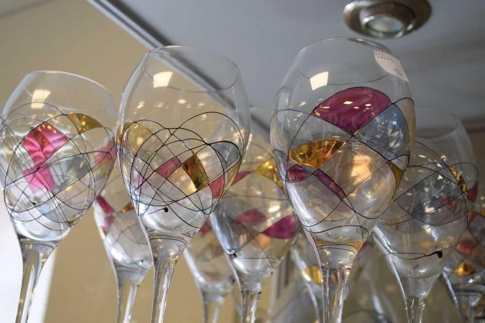 Ten Czechoslovakian wine glasses and jug - Image 2 of 3