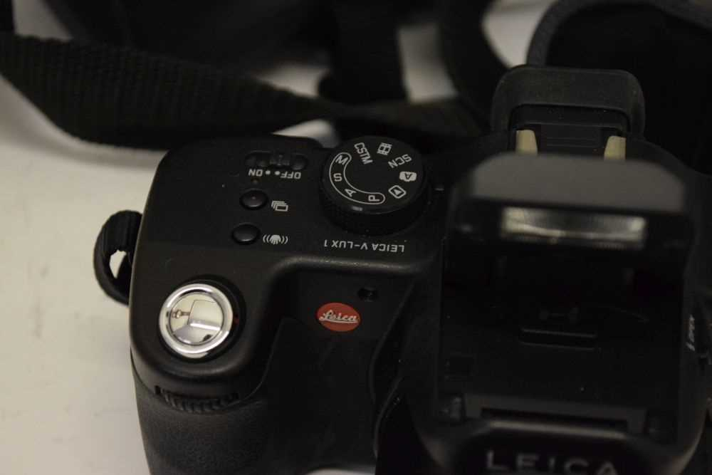 Leica V-Lux 1 - Image 2 of 4