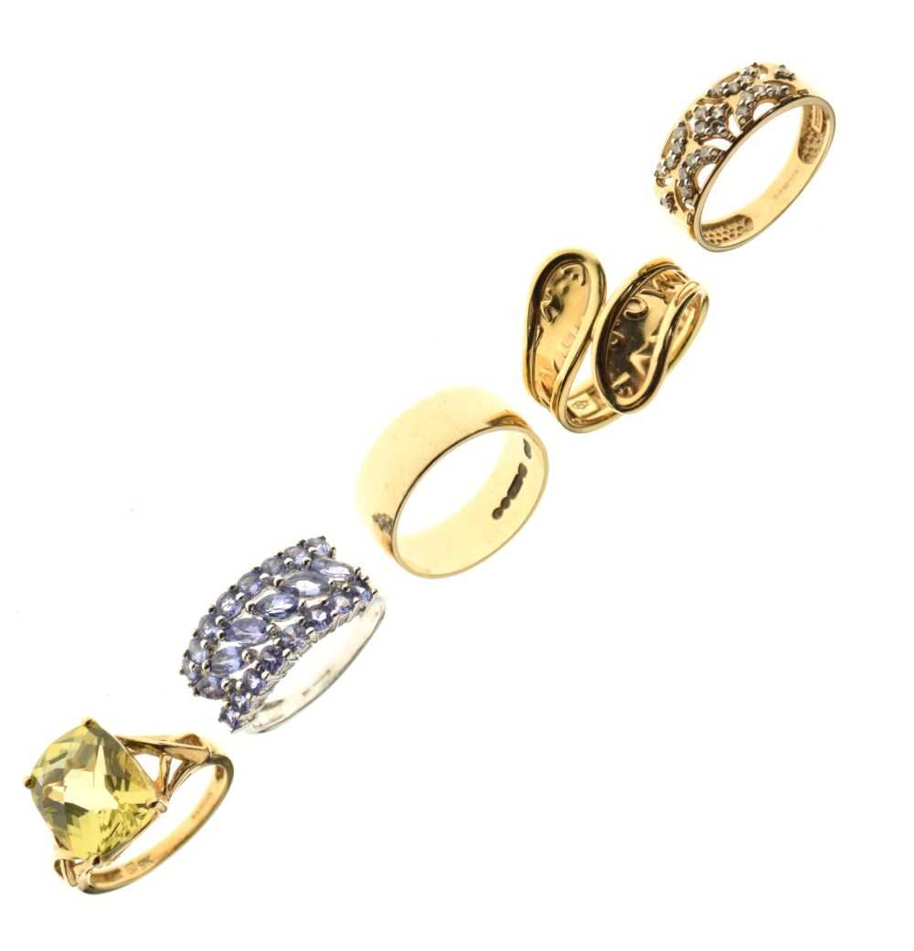 Five 9ct gold rings