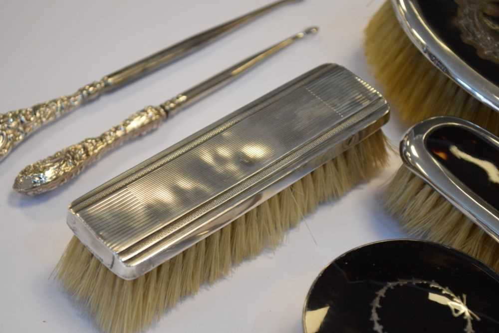 Quantity of silver items to include, shoe horns , brushes etc - Image 2 of 6
