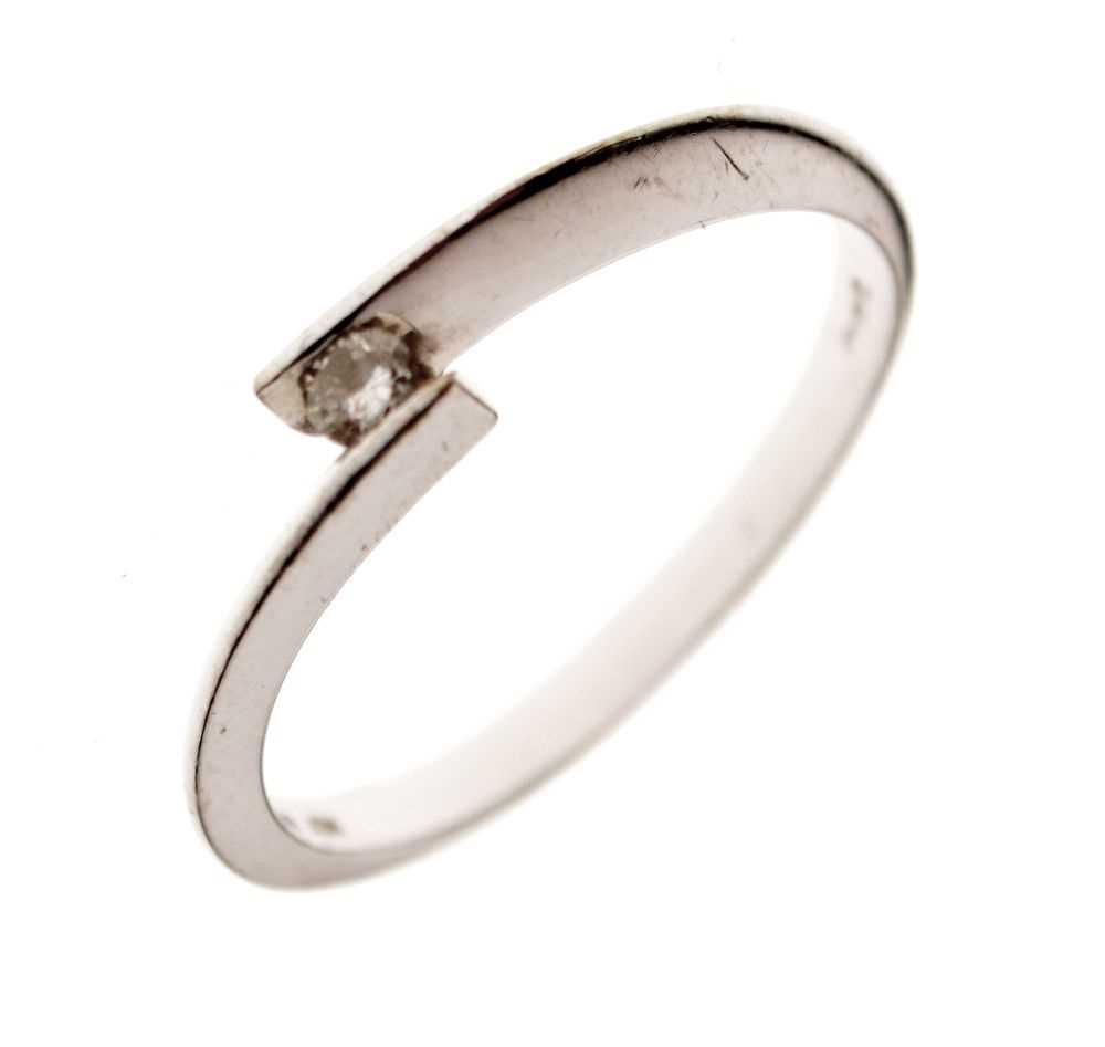 9ct white gold single stone ring