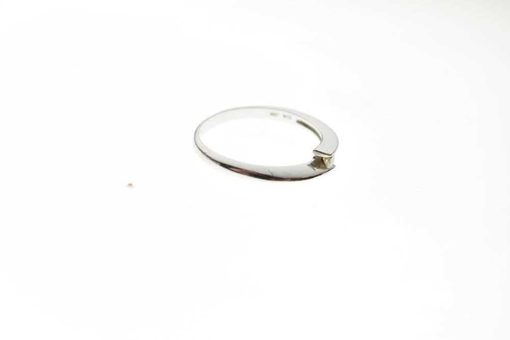 9ct white gold single stone ring - Image 5 of 6