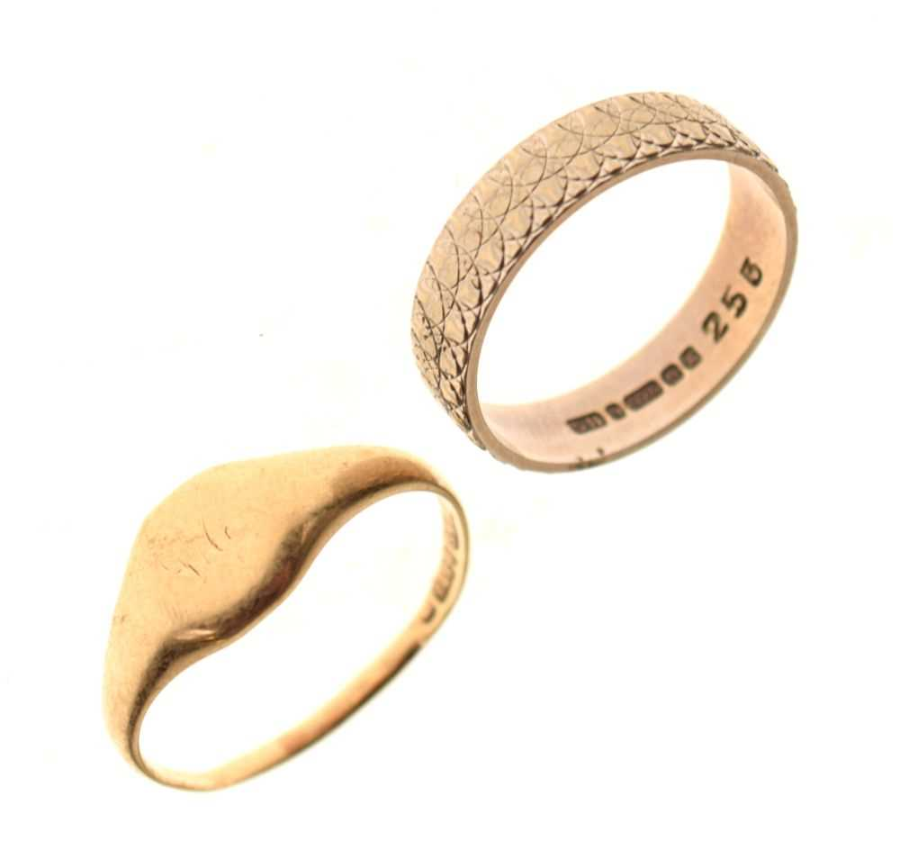 Two 9ct gold rings