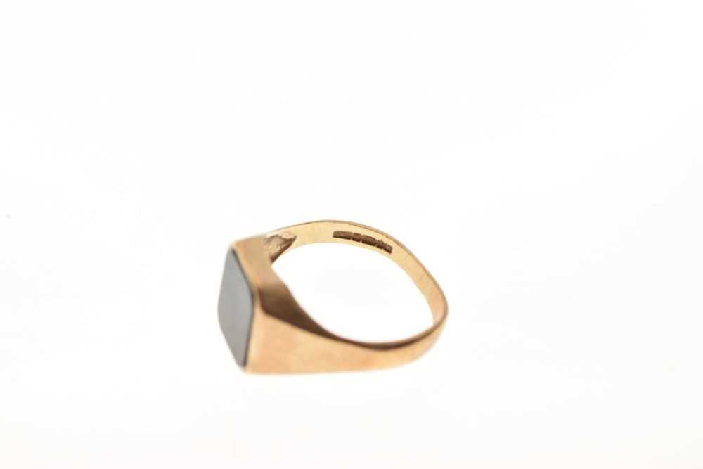9ct gold onyx signet ring - Image 6 of 6