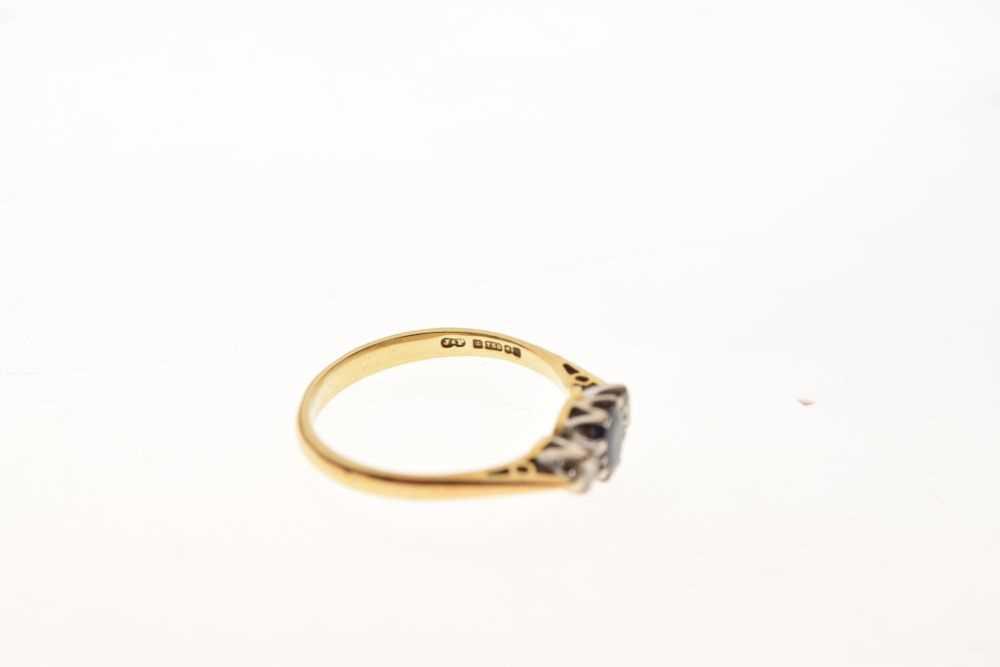 18ct gold three-stone ring - Image 6 of 6