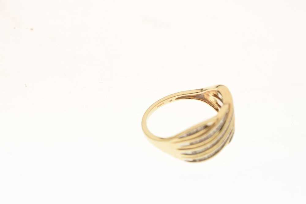 9ct gold and diamond ring - Image 6 of 6