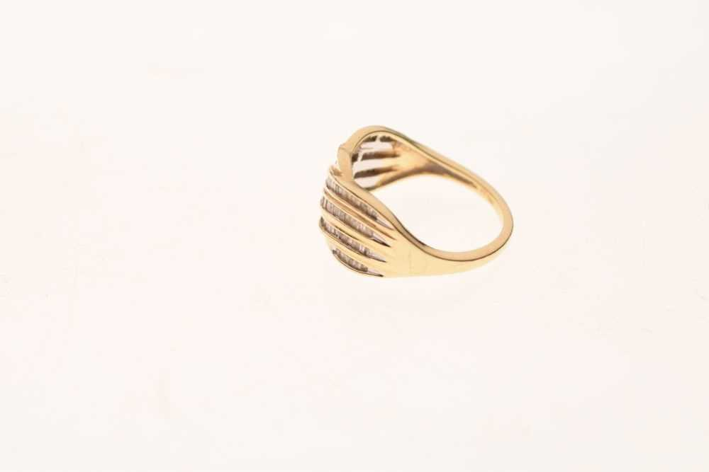 9ct gold and diamond ring - Image 3 of 6