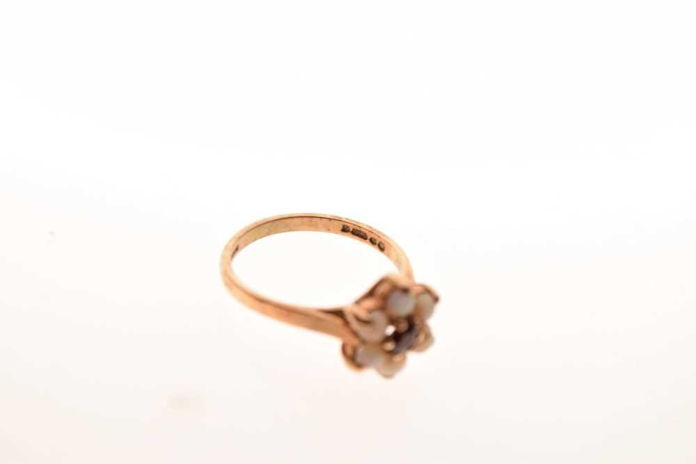 9-carat gold red stone and opal cluster ring, 2.4g - Image 5 of 6