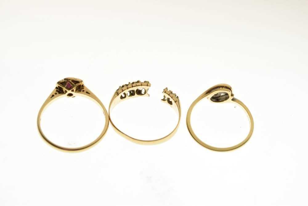 Three 18ct gold diamond and gem set dress rings - Image 4 of 4