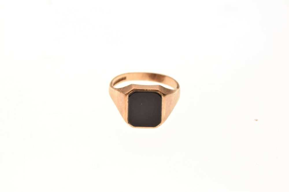 9ct gold onyx signet ring - Image 2 of 6