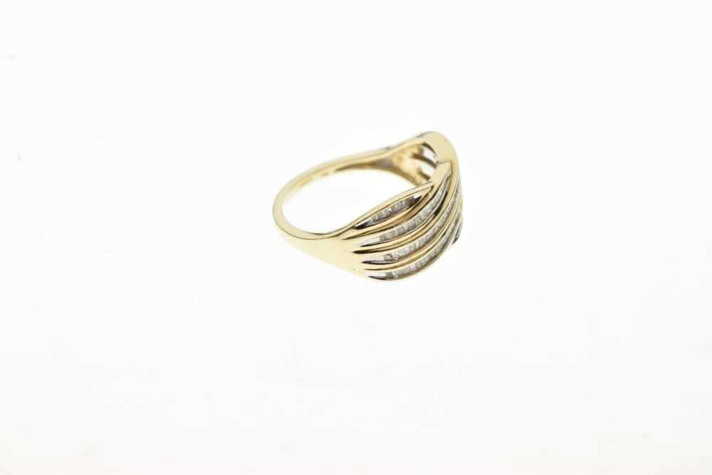 9ct gold and diamond ring - Image 5 of 6