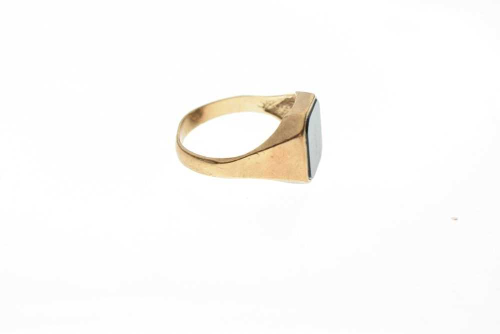 9ct gold onyx signet ring - Image 5 of 6