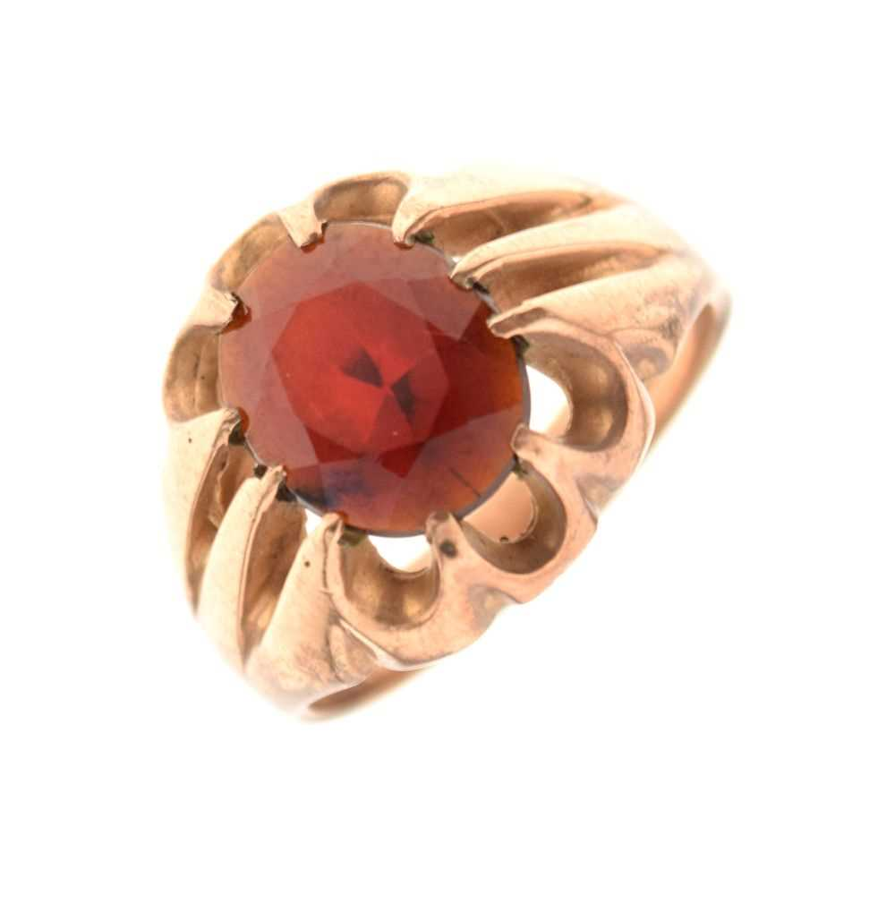 Gentleman's 9ct gold dress ring set faceted red stone, 7.2 g