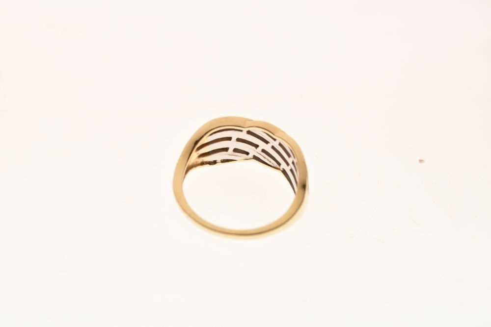 9ct gold and diamond ring - Image 4 of 6