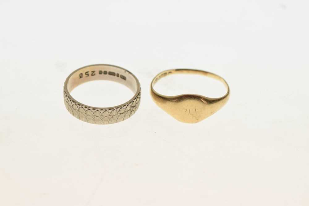 Two 9ct gold rings - Image 2 of 3