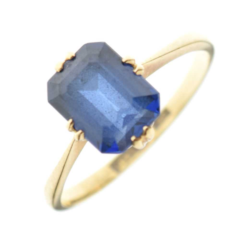 '18ct' yellow metal and synthetic sapphire ring,