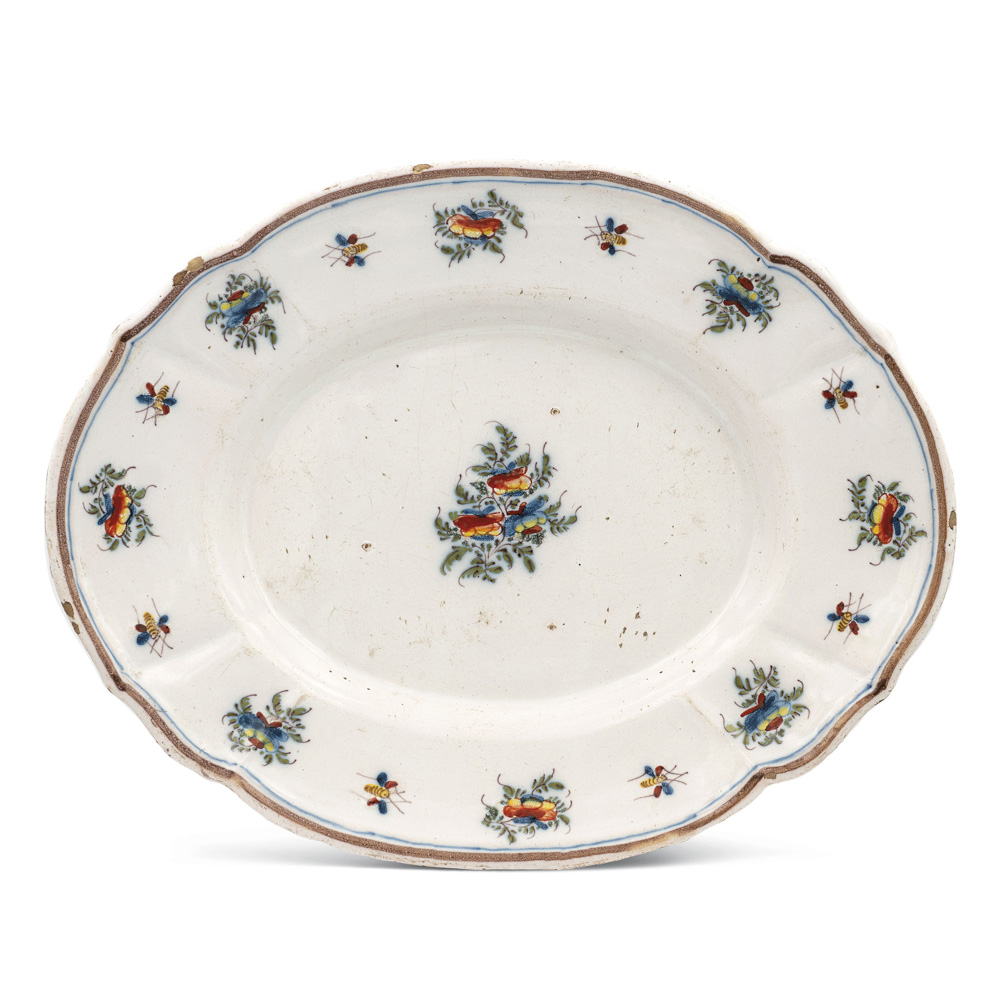 Oval polychrome majolica tray Clerici manifacture, Milan late 18th century