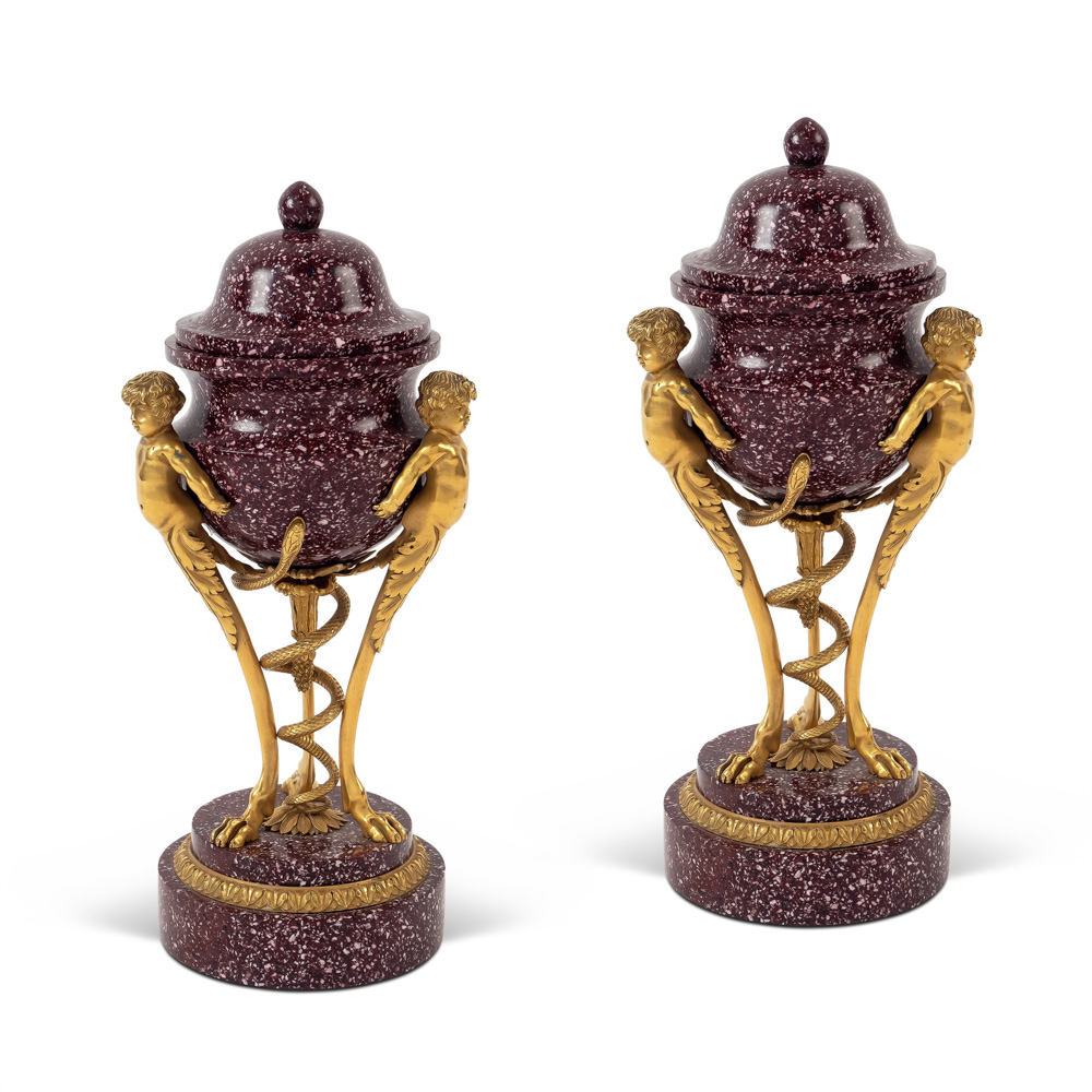 Pair of porphiry and gilt bronze potiches 19th-20th century 24x11 cm.