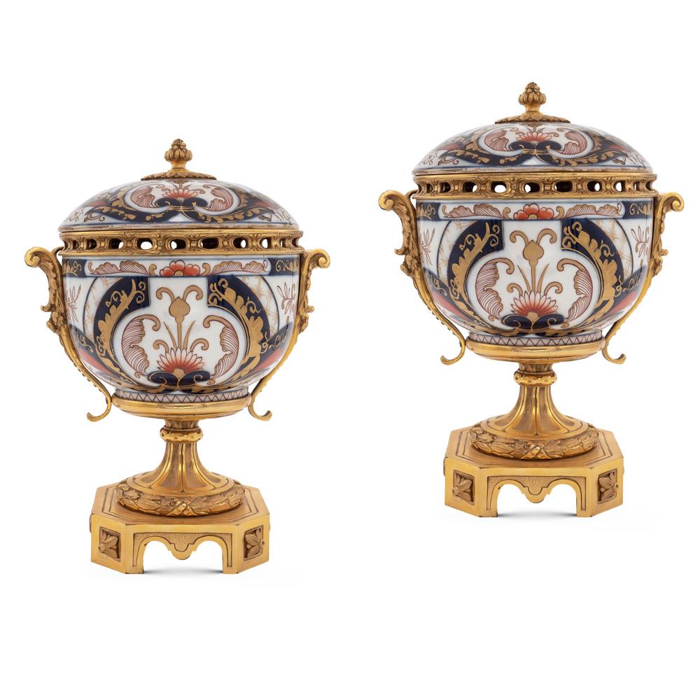 Pair of Imari porcelain and gilt bronze potiches 19th century 28x20x20 cm.