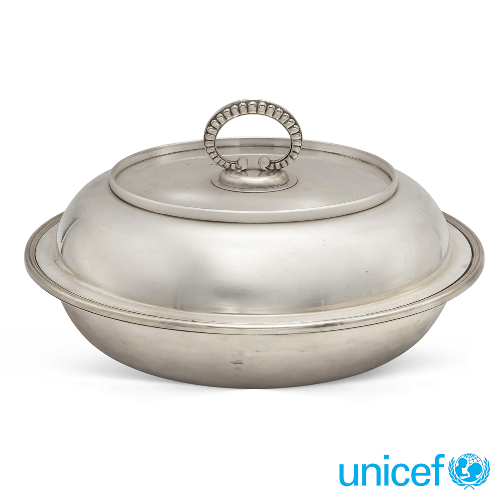Silver vegetable dish Italy, 20th century weight 1560 gr.