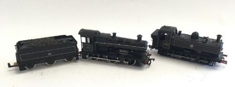 2 OO Gauge locomotives - Bachmann 32-201 0-6-0 Pannier Tank 8763 and Mainline BR Colet and tender
