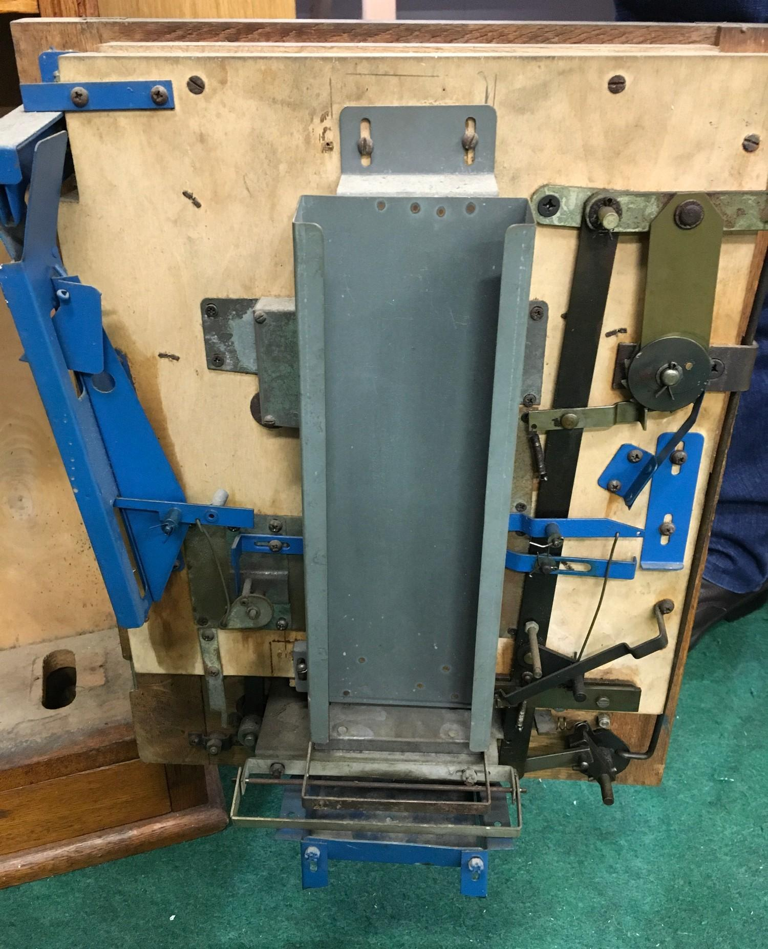 Aero Vending Allwin Ruffle & Walker. Old 1d play, with key. - Image 2 of 2
