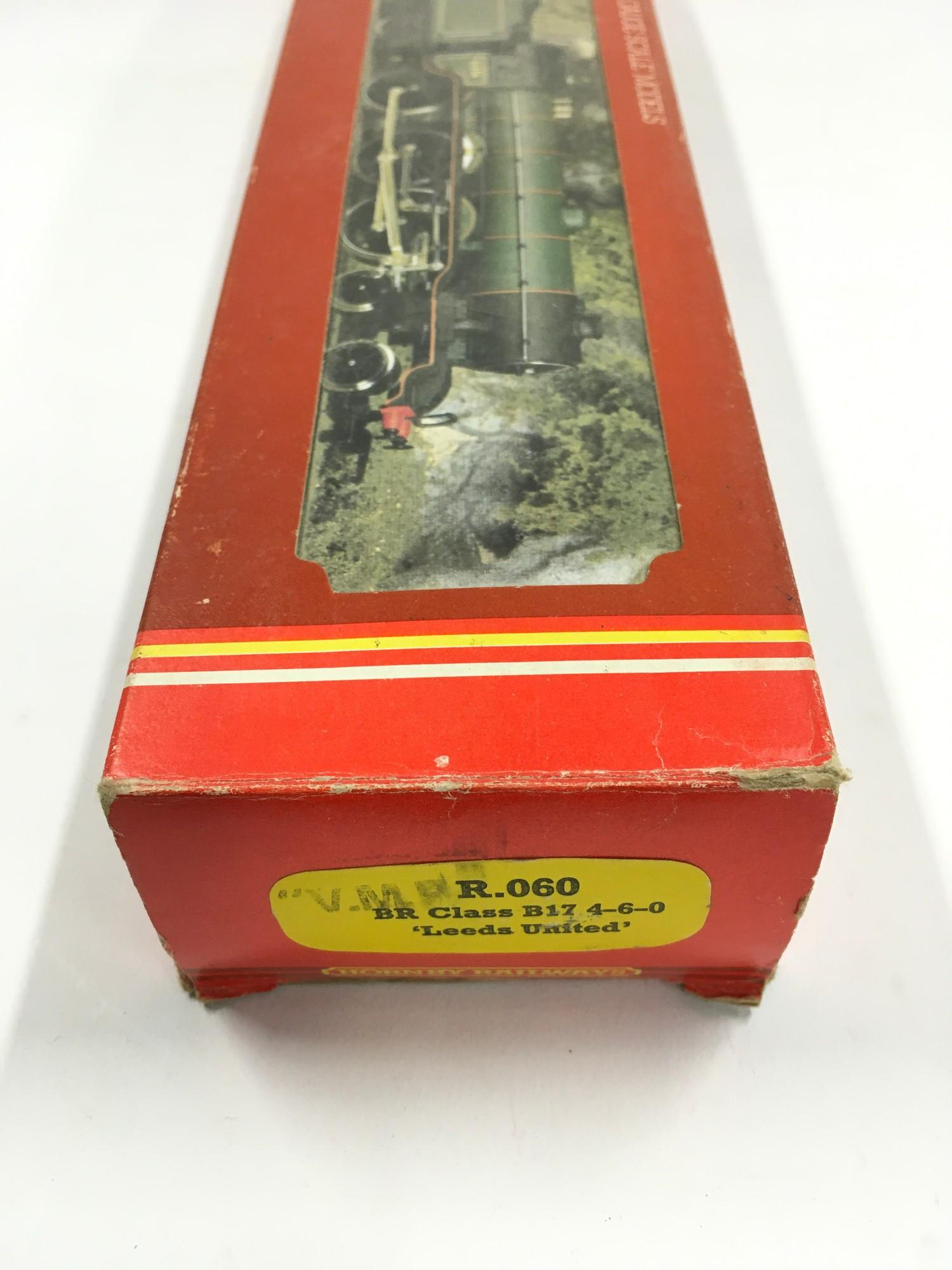 "Hornby R.060 BR Class B17 4-6-0 ""Leeds United"" locomotive. Appears Mint in Good Plus box. - Image 4 of 4"