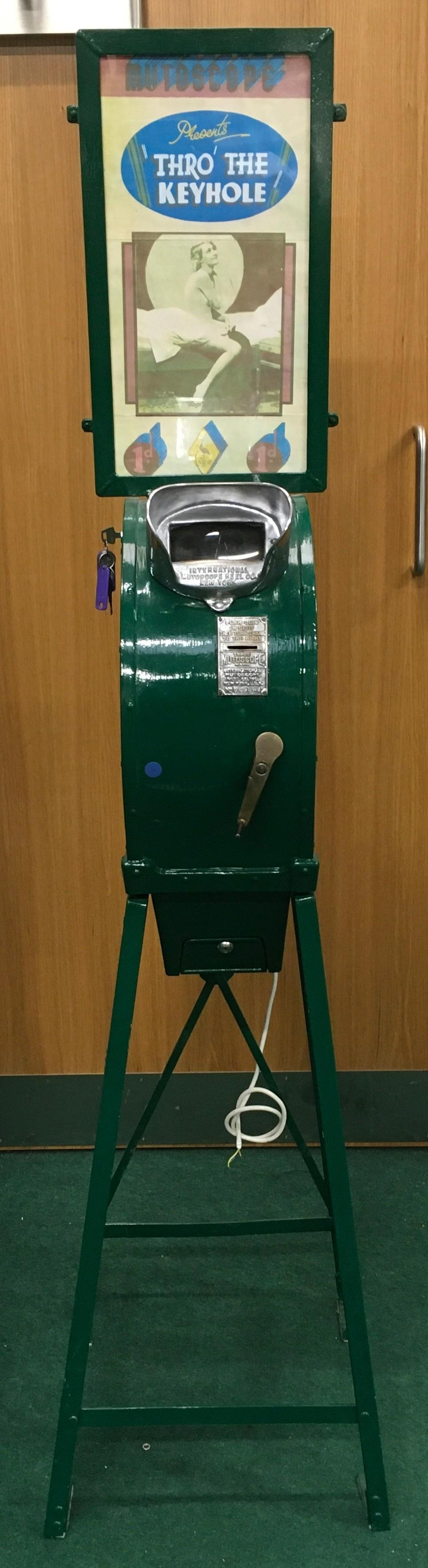 Mutoscope Viewer with Girly Reel - working, with key, on old 1d.