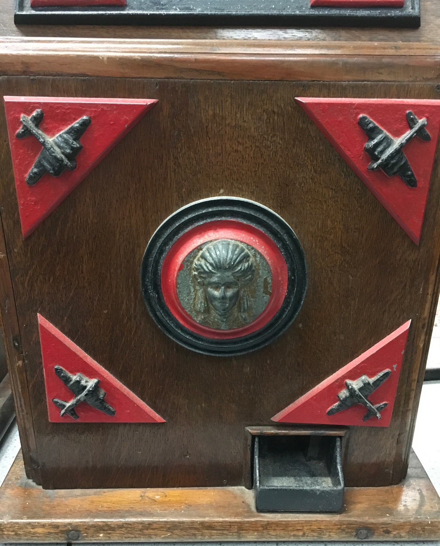 Bomber Command Slot Machine. Works on 1d coin. Mills Mechanism. - Image 3 of 8