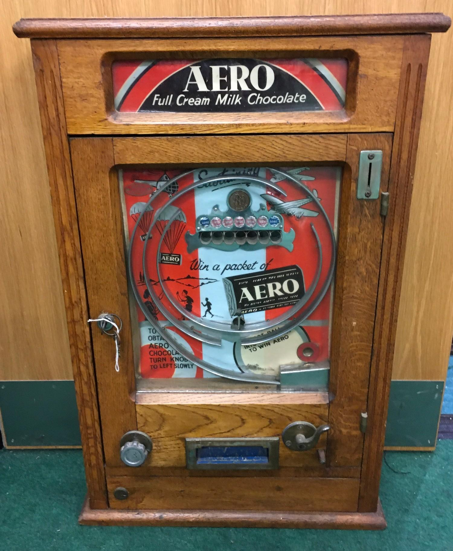 Aero Vending Allwin Ruffle & Walker. Old 1d play, with key.