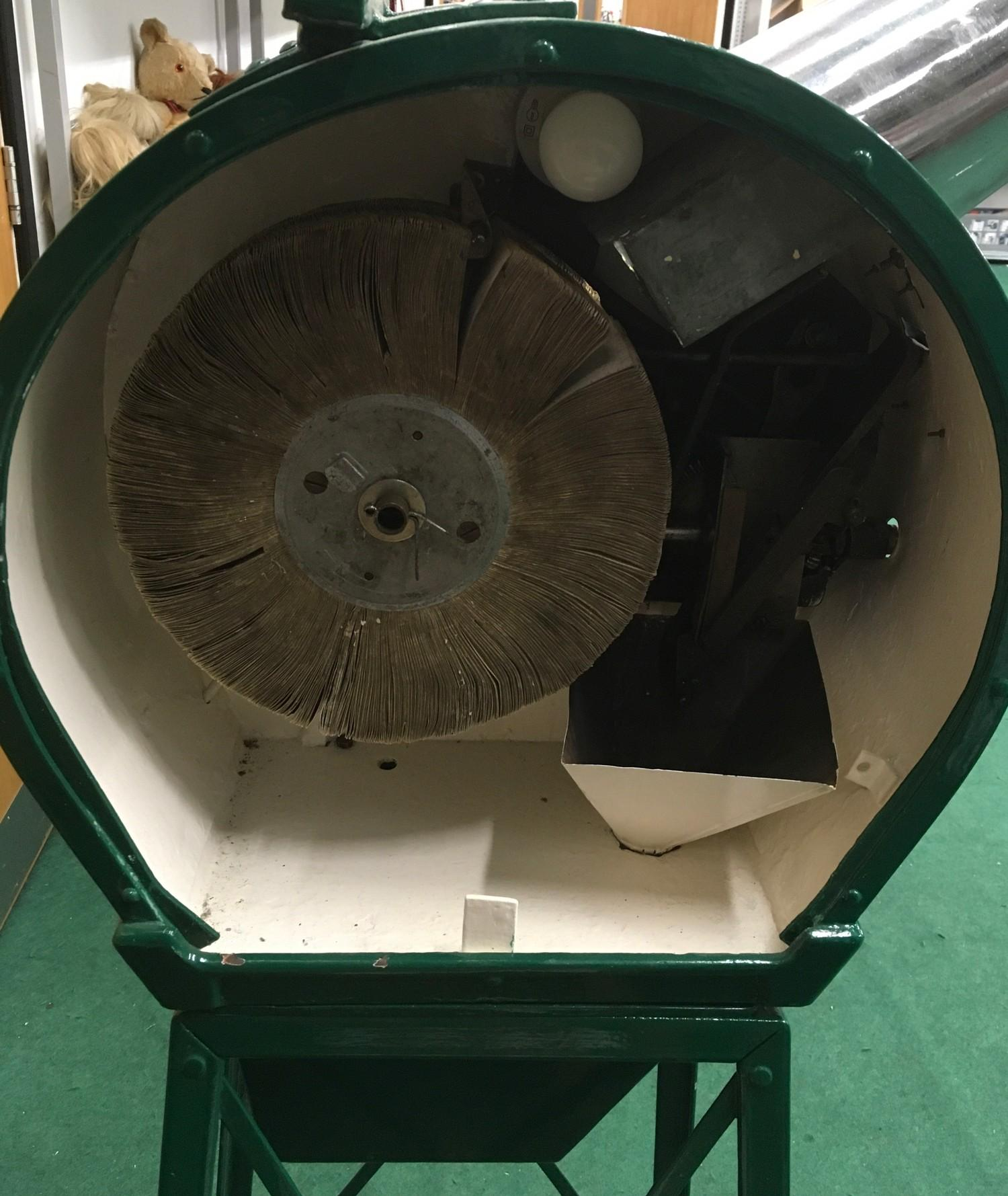 Mutoscope Viewer with Girly Reel - working, with key, on old 1d. - Image 3 of 3