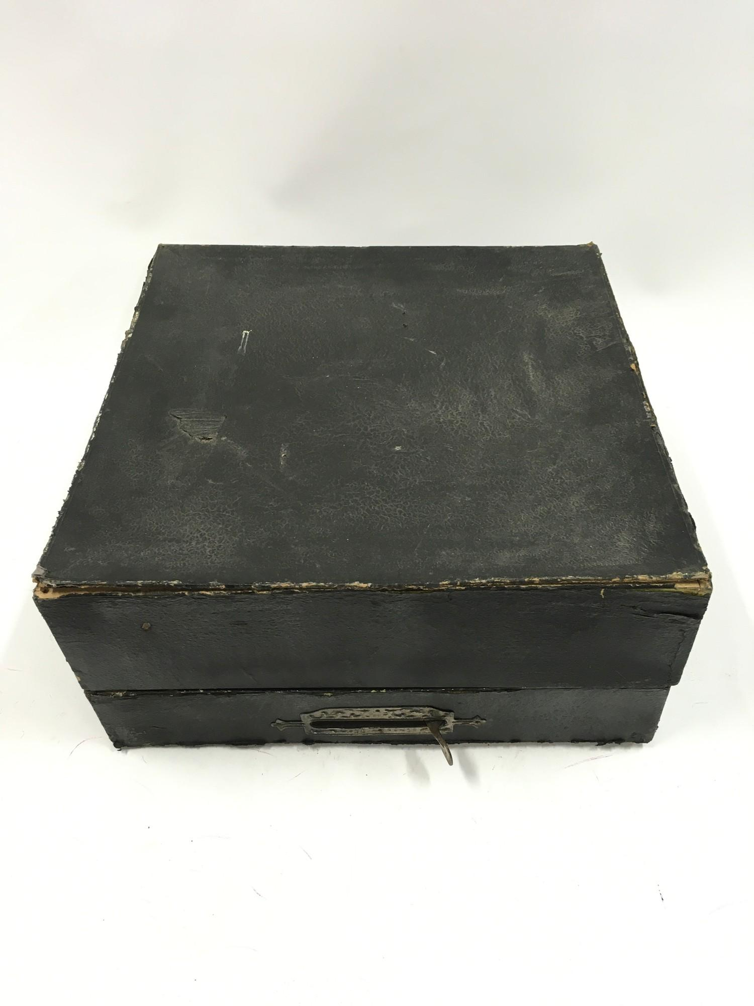 French horse racing game - Approx 1920?s boxed. - Image 3 of 3