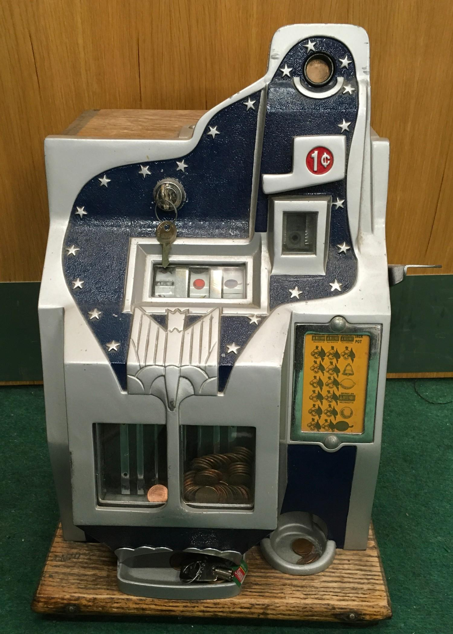 Mills Slot Machine (Q.T). Works on 1 cent or 6d coin. Good Condition.