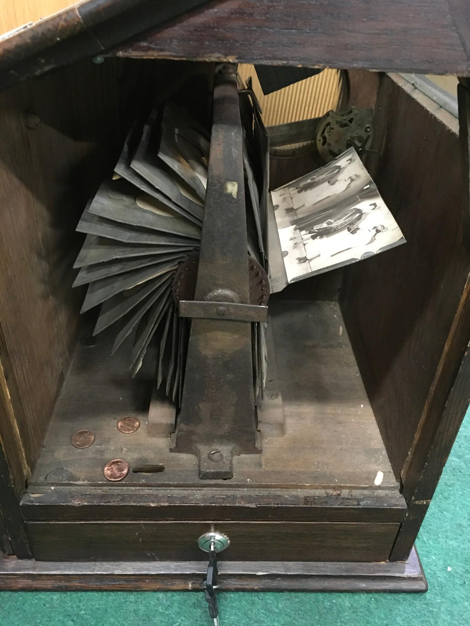 Edwardian counter top Picture Viewer in wood case. Coin operated. Works on old 6d coin or 1 cent. - Image 4 of 4