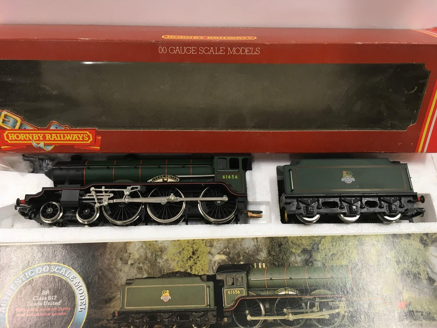 "Hornby R.060 BR Class B17 4-6-0 ""Leeds United"" locomotive. Appears Mint in Good Plus box. - Image 2 of 4"