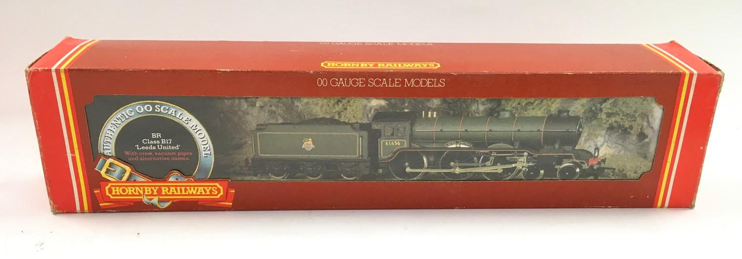 "Hornby R.060 BR Class B17 4-6-0 ""Leeds United"" locomotive. Appears Mint in Good Plus box. - Image 3 of 4"