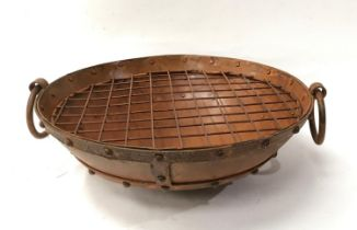 A small aged firepit/bbq. (ref 42)