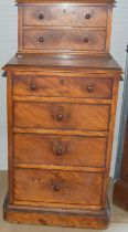 Good walnut chest of draws/bedside of smaller proportions, 2 small draws over 4 larger 100x50x50cm