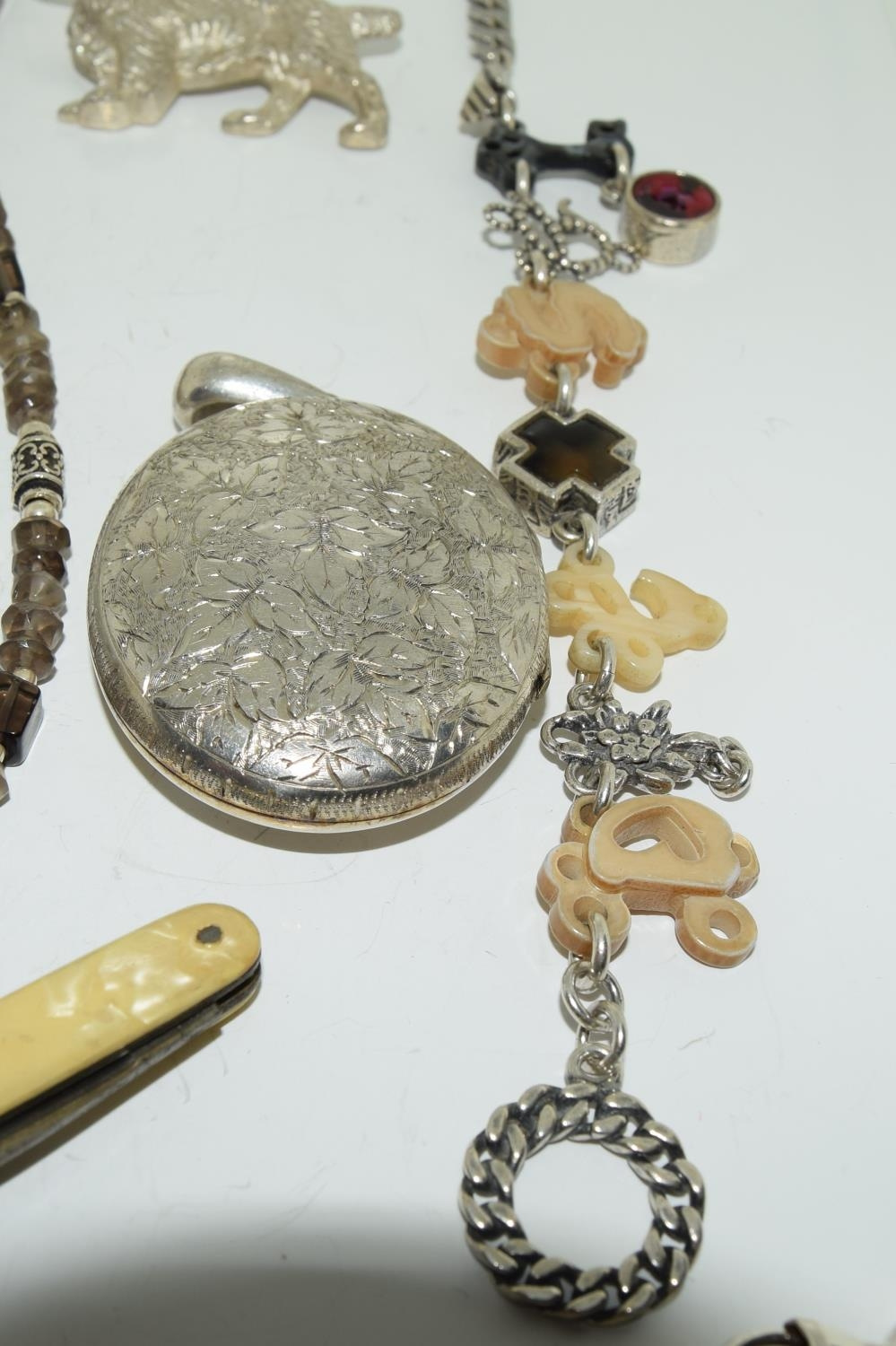 Interesting qty of silver and other jewellery to include a bracelet ,necklace , locket amber set - Image 3 of 6