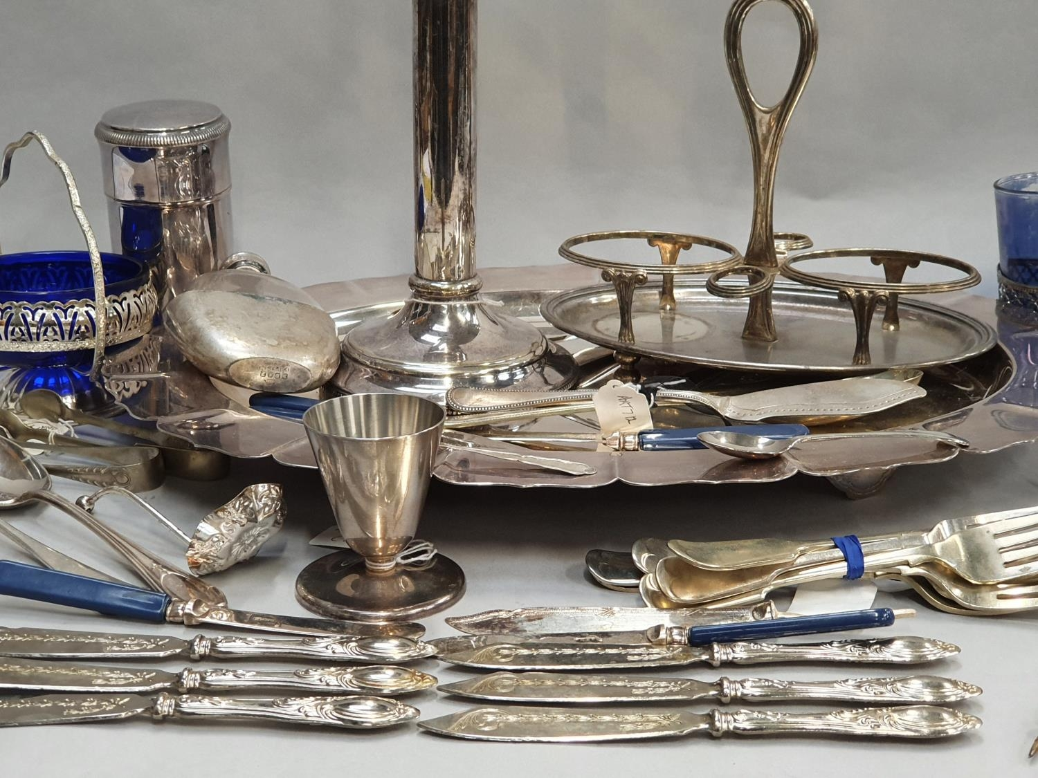 A collection of silver and silver plate. - Image 7 of 7