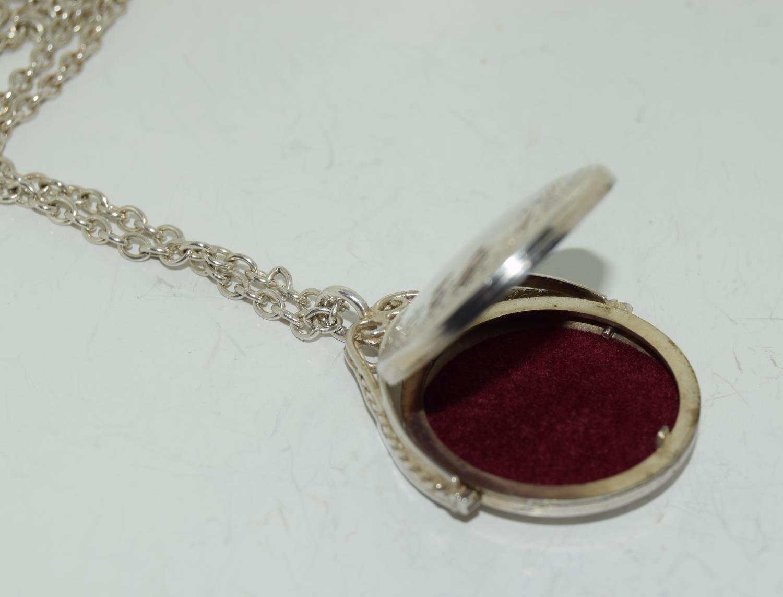 Vintage Bright silver spinning locket. - Image 3 of 4