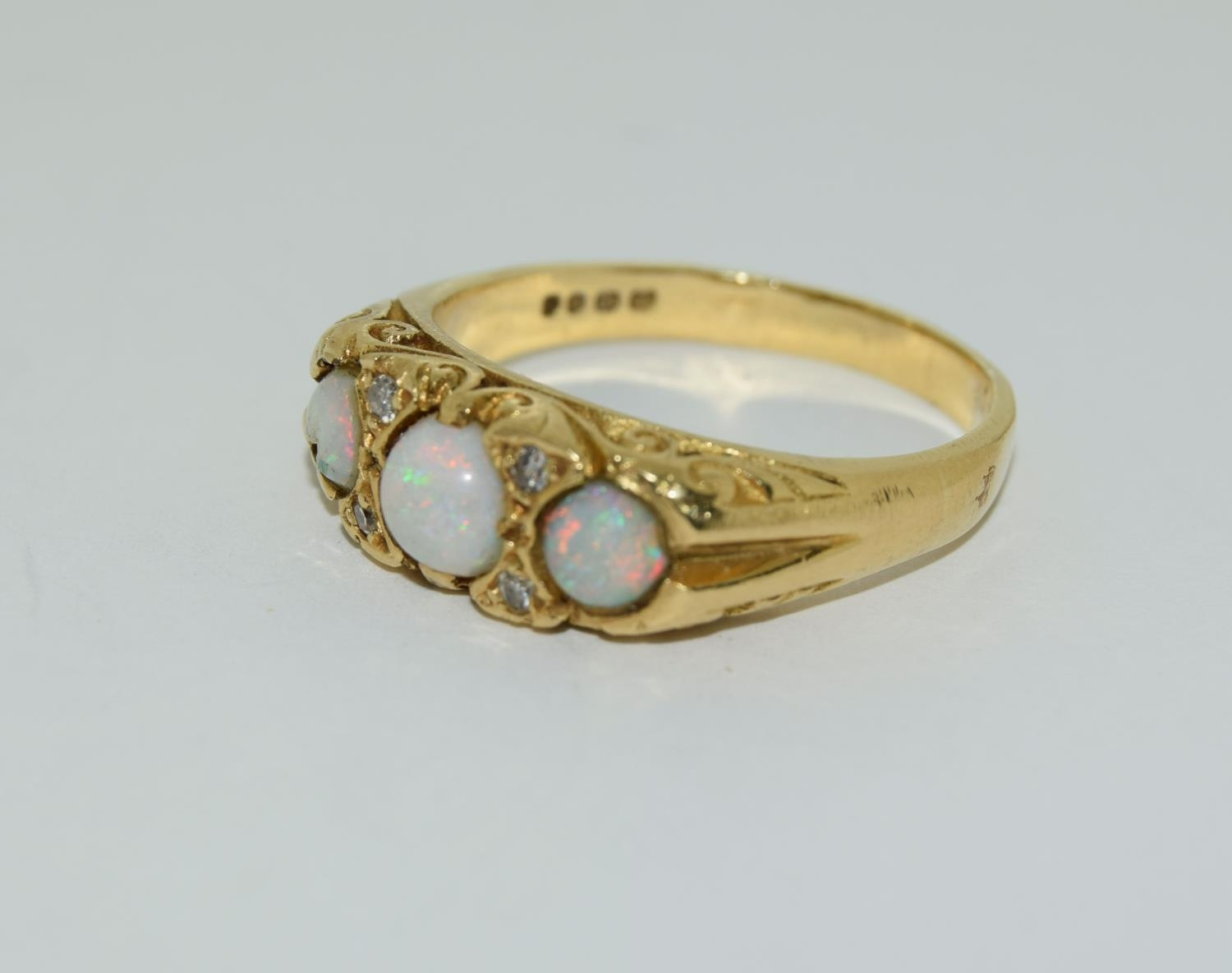 Opal/Diamond 3 stone 18ct gold heavy 6.6g ring, Size P. - Image 4 of 6