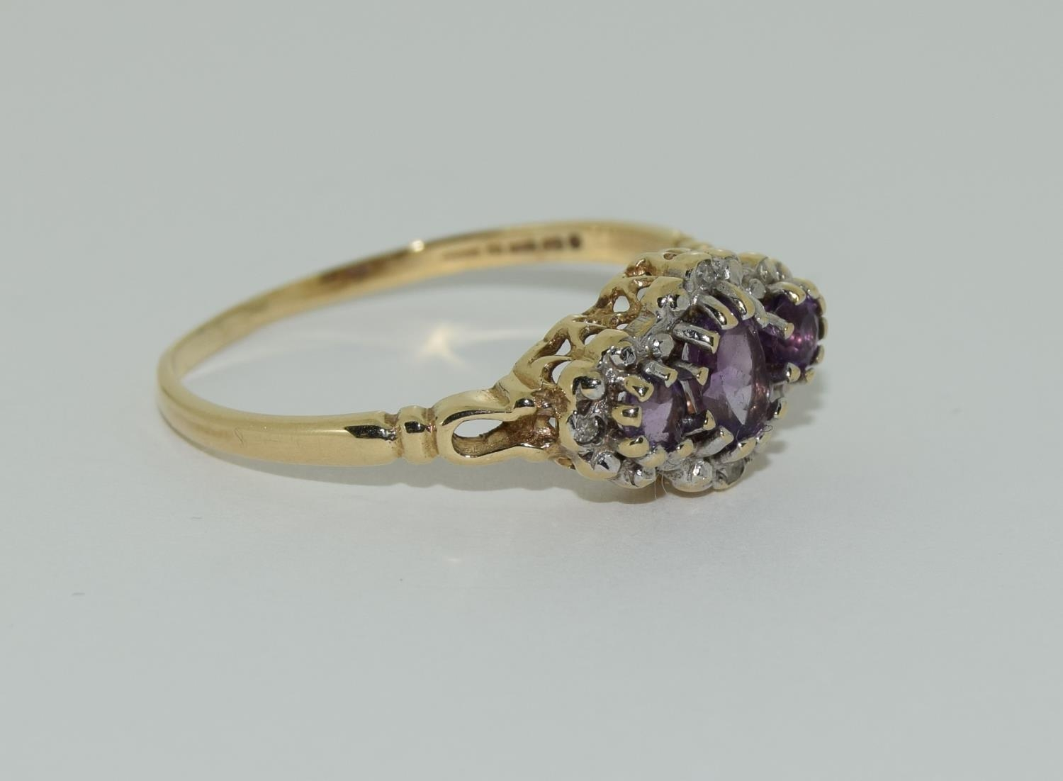 Vintage 9ct gold amethyst and diamond ring. 1.9grams, size R. - Image 5 of 6