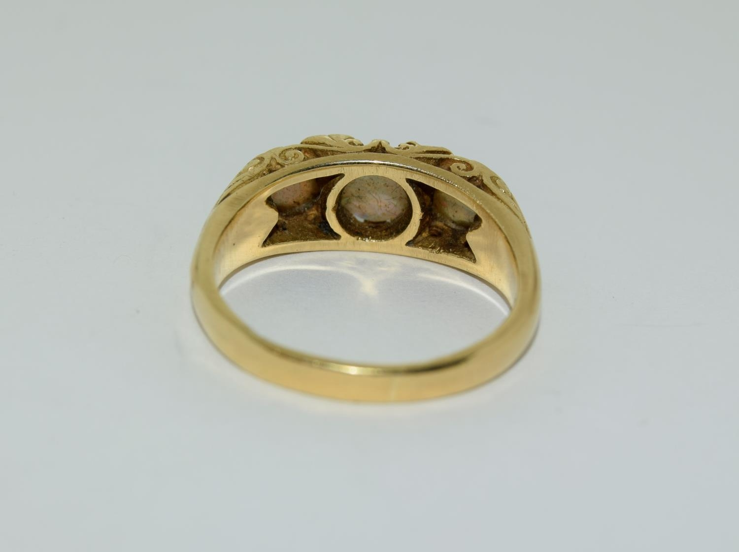 Opal/Diamond 3 stone 18ct gold heavy 6.6g ring, Size P. - Image 3 of 6
